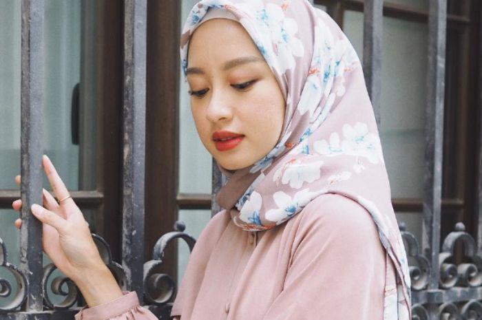 Contek Gaya Hijab Pashmina Ala Gita Savitri Yang Simpel Dan Anti Ribet Kurio